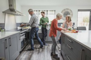 family-cooking-with-range-cooker