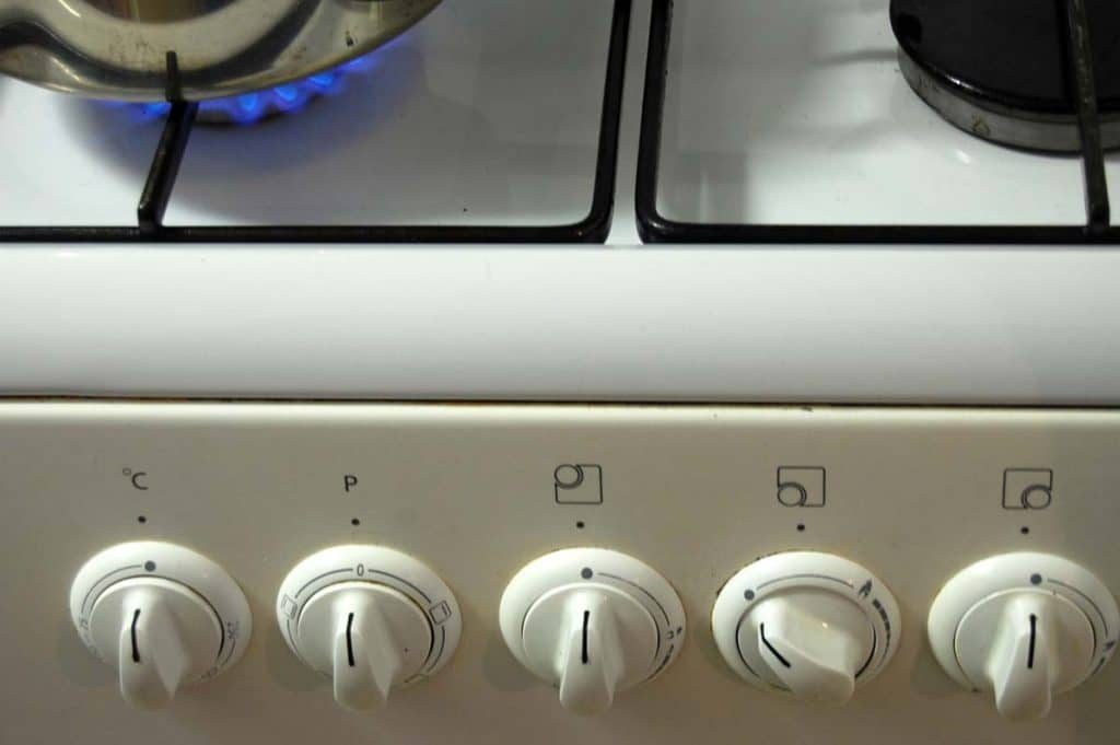 Gas-cooker-with-dials
