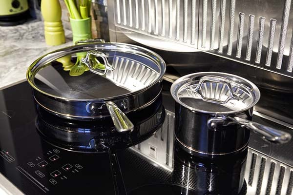induction-air-venting-hob-with-pans
