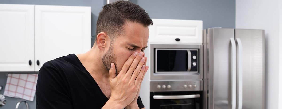 man-offended-by-bad-smells-from-microwave-oven