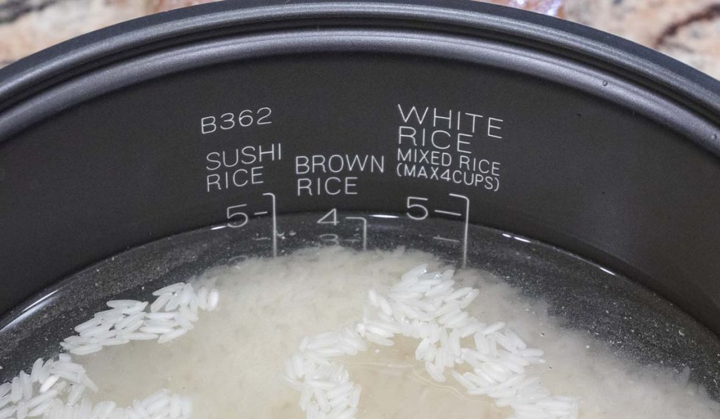 measuring-different-types-of-rice-in-rice-cooker